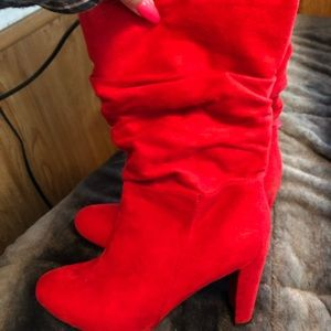 Red heeled cute boots !